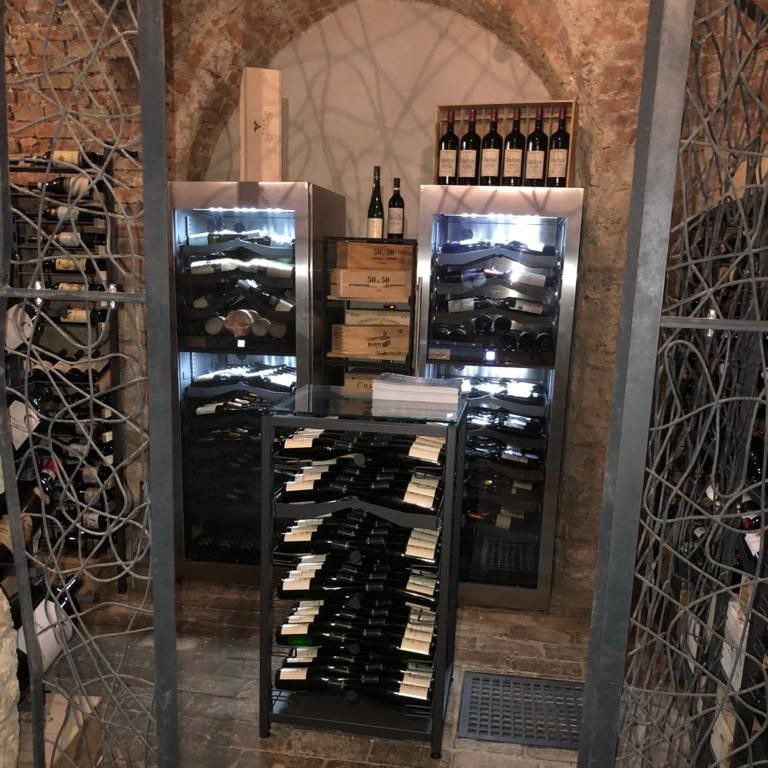 Covini Weinsysteme Regal in Weinkeller